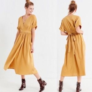Urban Outfitters Gabrielle Linen Midi Wrap Dreas